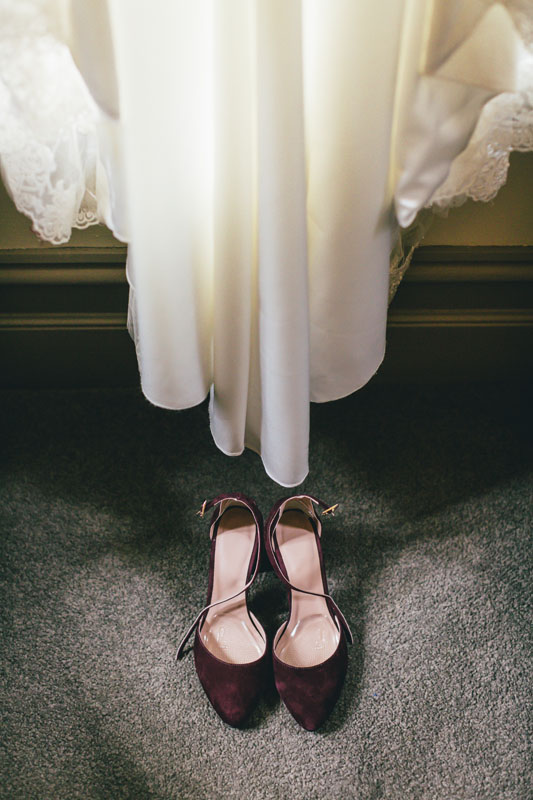 Bride getting ready by Widfotografia, Melbourne wedding photographer